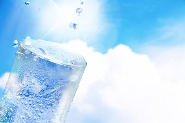 水分補給 水 コップ